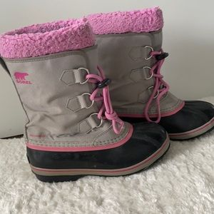 Sorel girls gray and pink winter boots size 4